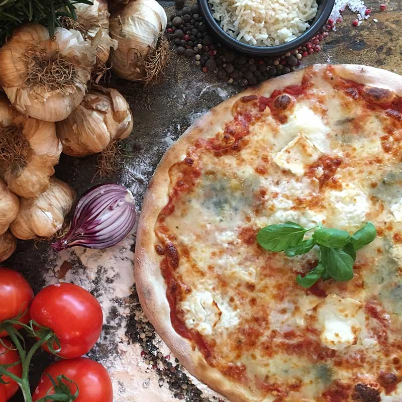 Stefanos Pizza Nørrebro og Østerbro Pizza Quattro Formaggi